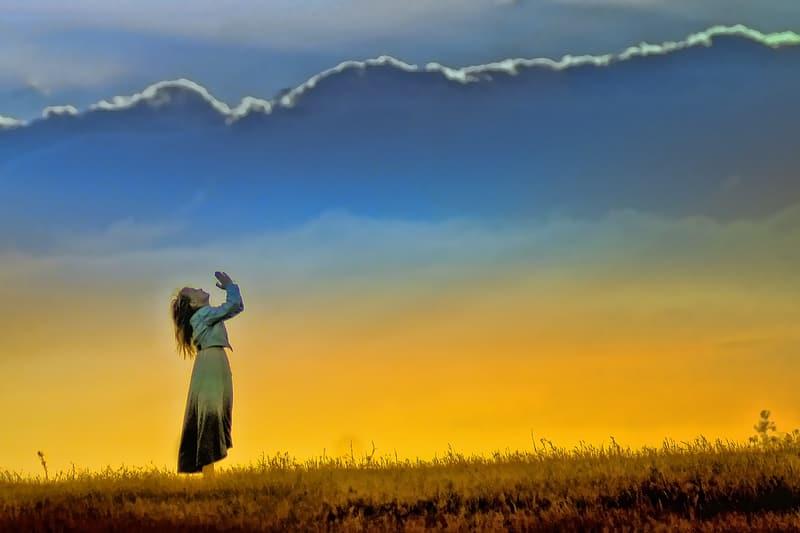 woman-praising-on-god-illustration